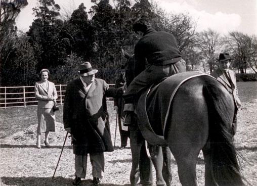 churchill_horseracing3