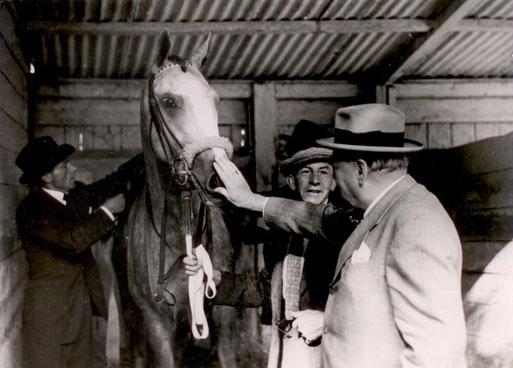 churchill_horseracing4