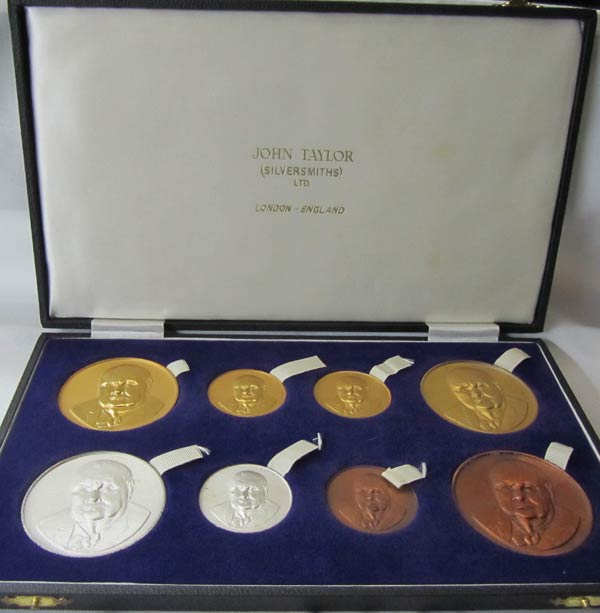 8 Churchill medals by Pater & Kohler - Silversmith: John Taylor in original presentation case