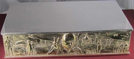 Silver and gilt sculptured cigar box, from the London silversmith Stuart Devlin