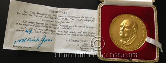 Large gold medallion featuring Winston Churchill - 1965 memorial medal