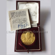 SMALL GOLD CHURCHILL MEMORIAL MEDAL 1965, #961 of only 1000 copies